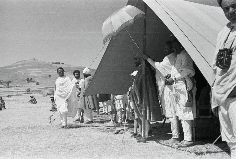 Kaiser_Haile_Selassie_I._im_Zelt-Abessinienflug_1934